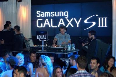 Kat Graham Celebrates Samsung Galaxy S III In Chicago [17 августа]