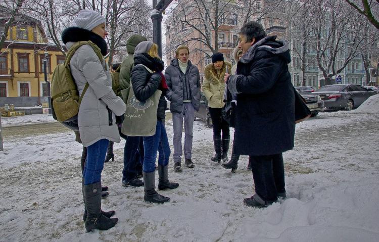 Туристы уже замерзли, а гид - бодрячком!