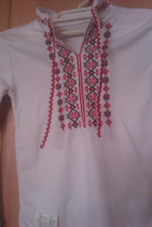 Рубашка-вышиванка мальчику на 6-7 лет.