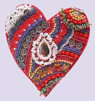 2. Очень красивые валентинки своими руками получаются из бисера.  Если вы уже умеете плести бисерные изделия, сделать...