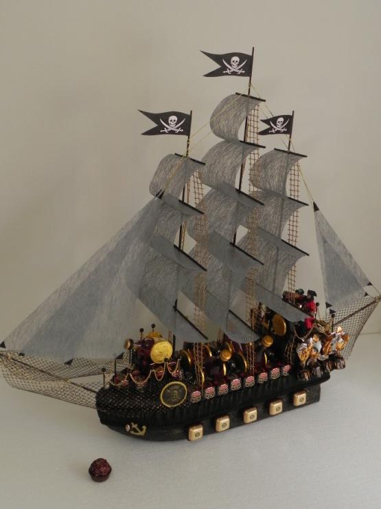 Пиратский корабль из конфет своими руками